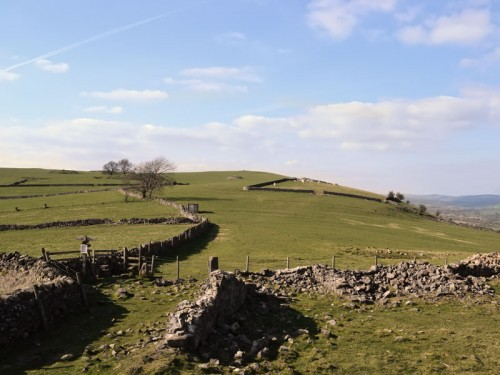 Ecton Hill. The right of way is to the extreme right of the picture but there is a well worn path that leads straight ahead to the summit trig point