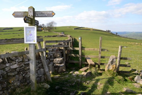 Fingerpost on Ecton Hill above Back of Ecton looking towards the summit of Ecton Hill