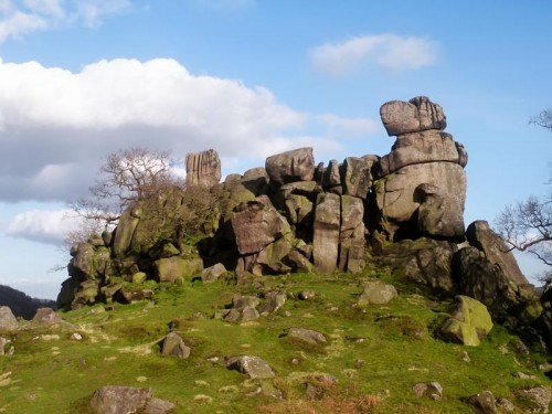 An impressive outcrop of gritstone, Robin Hood's Stride is also known as Mock Beggar's Hall. From a distance it could easily be mistaken for a fortified hall or castle.