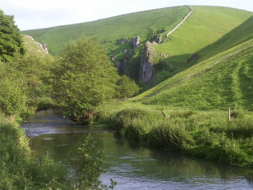 Approaching Drabber Tor in Wolfscote Dale
